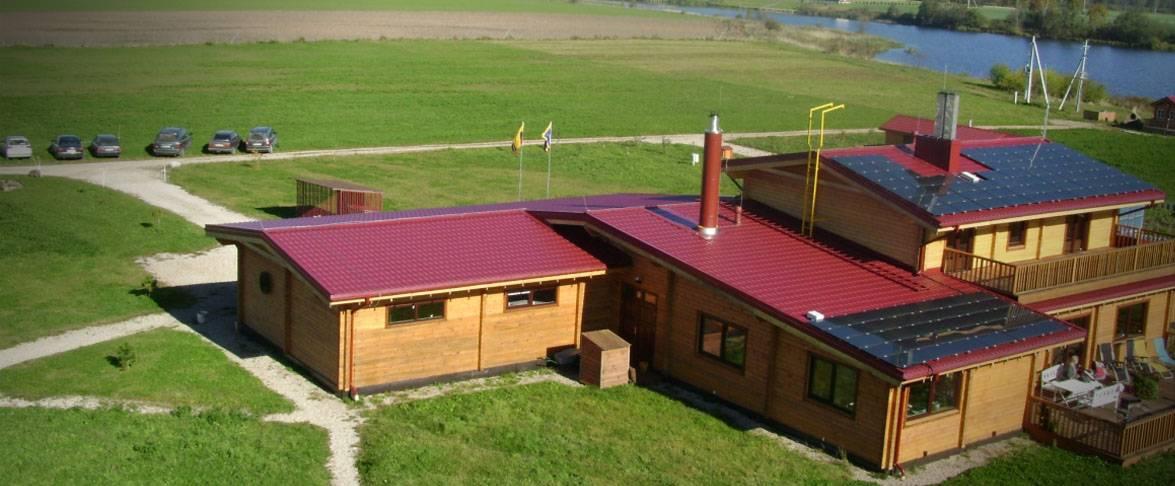 Rąstinis namas su 4 miegamaisiais, didžiule svetaine, terasa, garažu 2-iems automobiliams